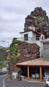 Madeira Restaurant im Felsen
