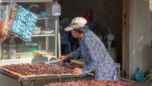 Frau in Phnom Penh die Fleisch verkauft