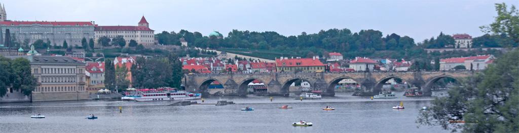 Brücke und ein Fluss in Tschechien