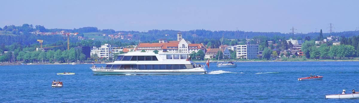 Bodensee mit einem Schiff