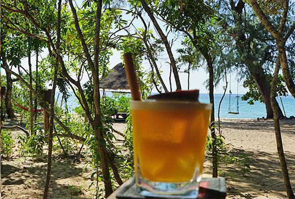 Cocktail am Strand von Koh Samui