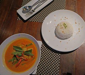 Thailändisches Essen mit Reis